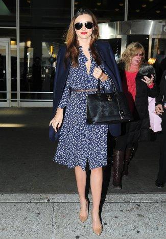 Miranda-always-inspires-us-dress-up-when-traveling (1)