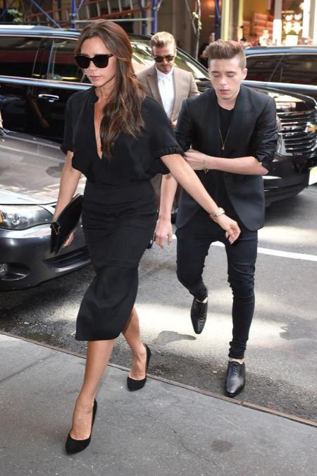 victoria-and-david-beckham-with-son-brooklyn-at-new-york-fas