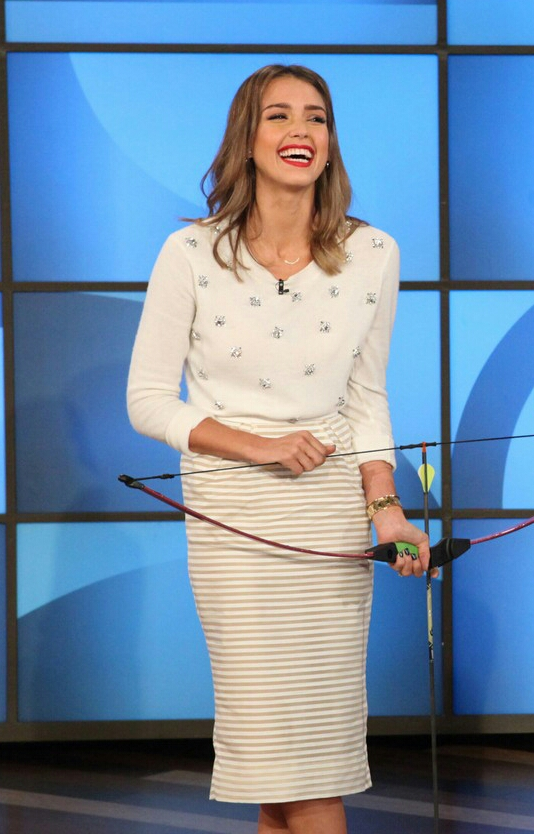 jessica-alba-dunks-cash-warren-on-ellen-03-1