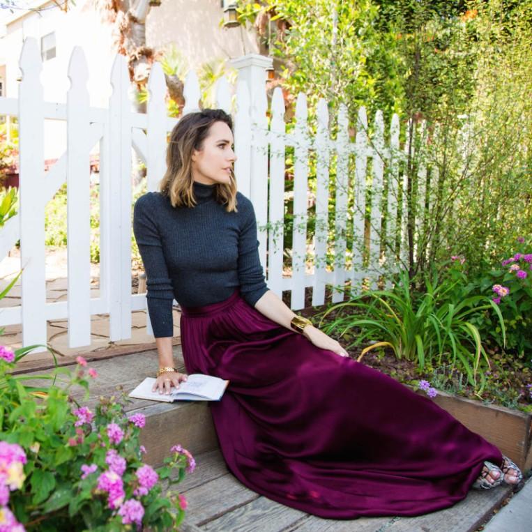 Louise-Roe-Maroon-Maxi-Skirt-St.-John-Front-Roe-fashion-blog-0-802x802