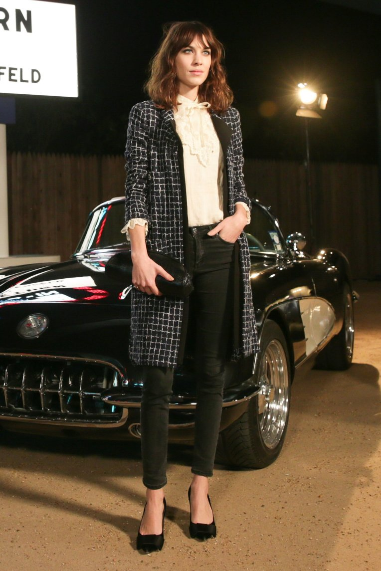 Alexa-Chung-Chanel-Métiers-dArt-collection-show