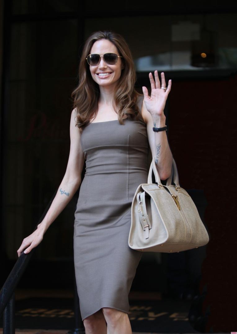 Angelina-Jolie-Flaunts-Engagement-Ring-1-2550x3600