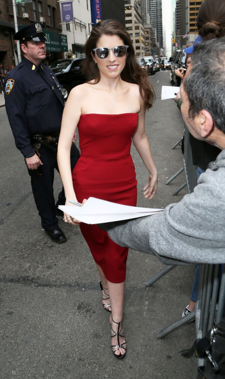 anna-kendrick-the-late-show-with-stephen-colbert-in-nyc-march-2016-4