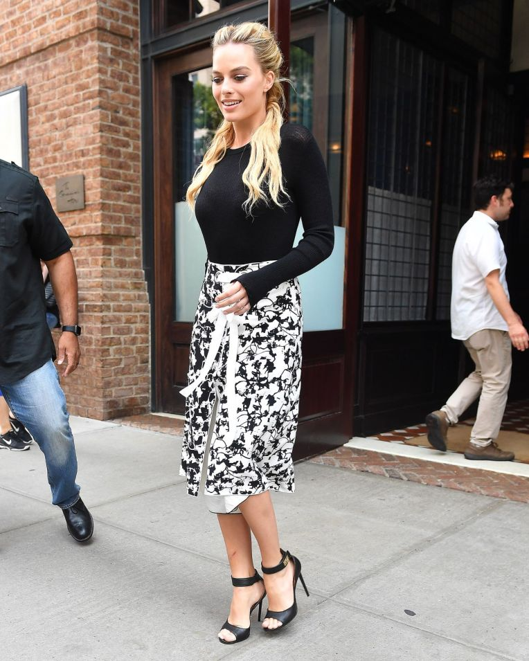 margot-robbie-out-in-nyc-7-30-2016-11