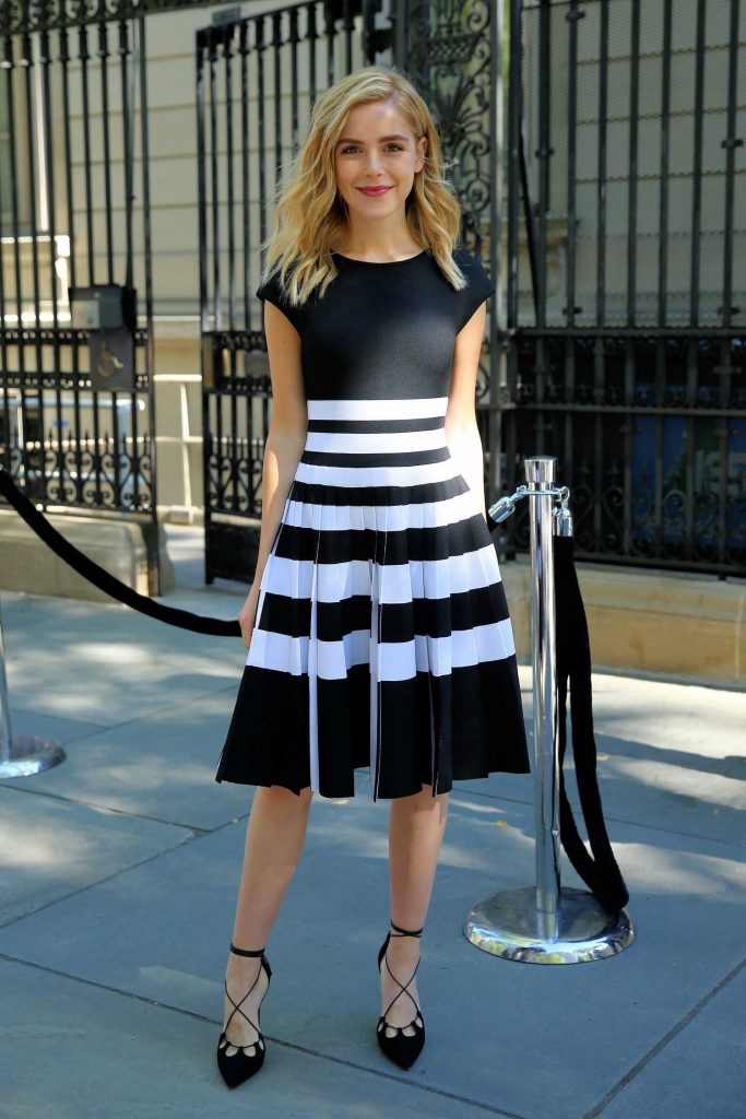 kiernan-shipka-arrives-at-the-carolina-herrera-show-during-new-york-fashion-week-2-683x1024