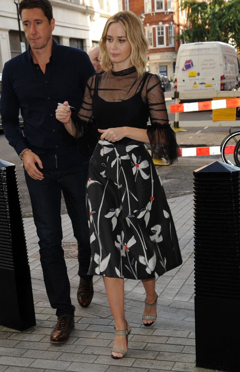 emily-blunt-style-arrives-at-bbc-radio-1-in-london-uk-9-20-2016-5